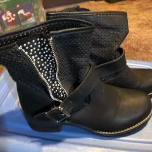 Shoes - Black bling boots. Adorable